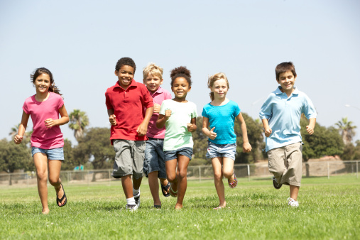 bambini correre