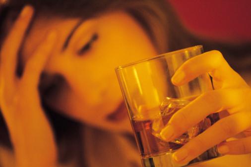 donna alcol malessere
