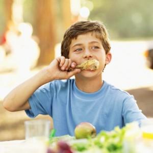 bambini mangiare