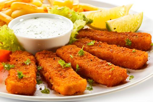 merluzzo pesce impanato 183597314