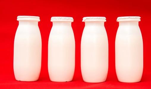Yogurt fuori dal frigo per otto ore: è possibile? Nessun rischio per la salute e proprietà inalterate