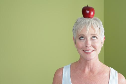 mela donna frutta 124822318