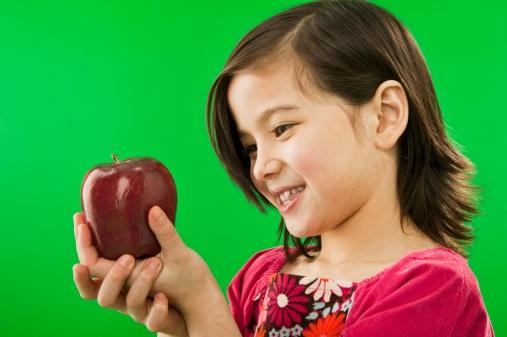 video mele bambini Frutta nelle scuole 137110445