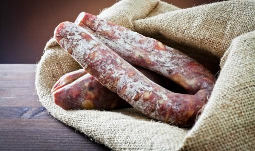salsiccia salame carne