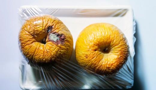 rotten apple mela marcia vaschetta plastica