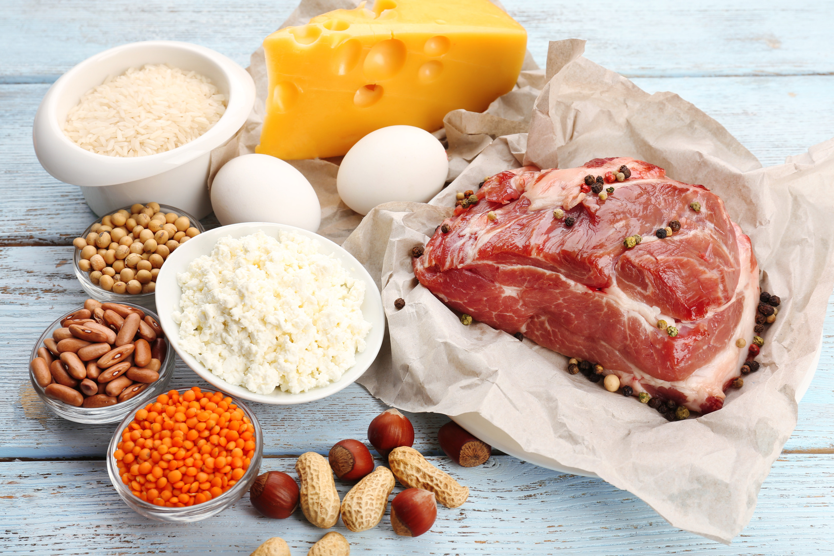 Food high in protein on table, close-up dieta paleo