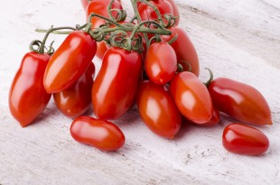 grappolo di pomodorini san marzano