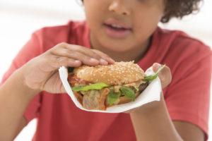 obesità infanzia bambini junk food