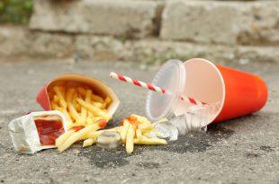 junk food patatine suolo