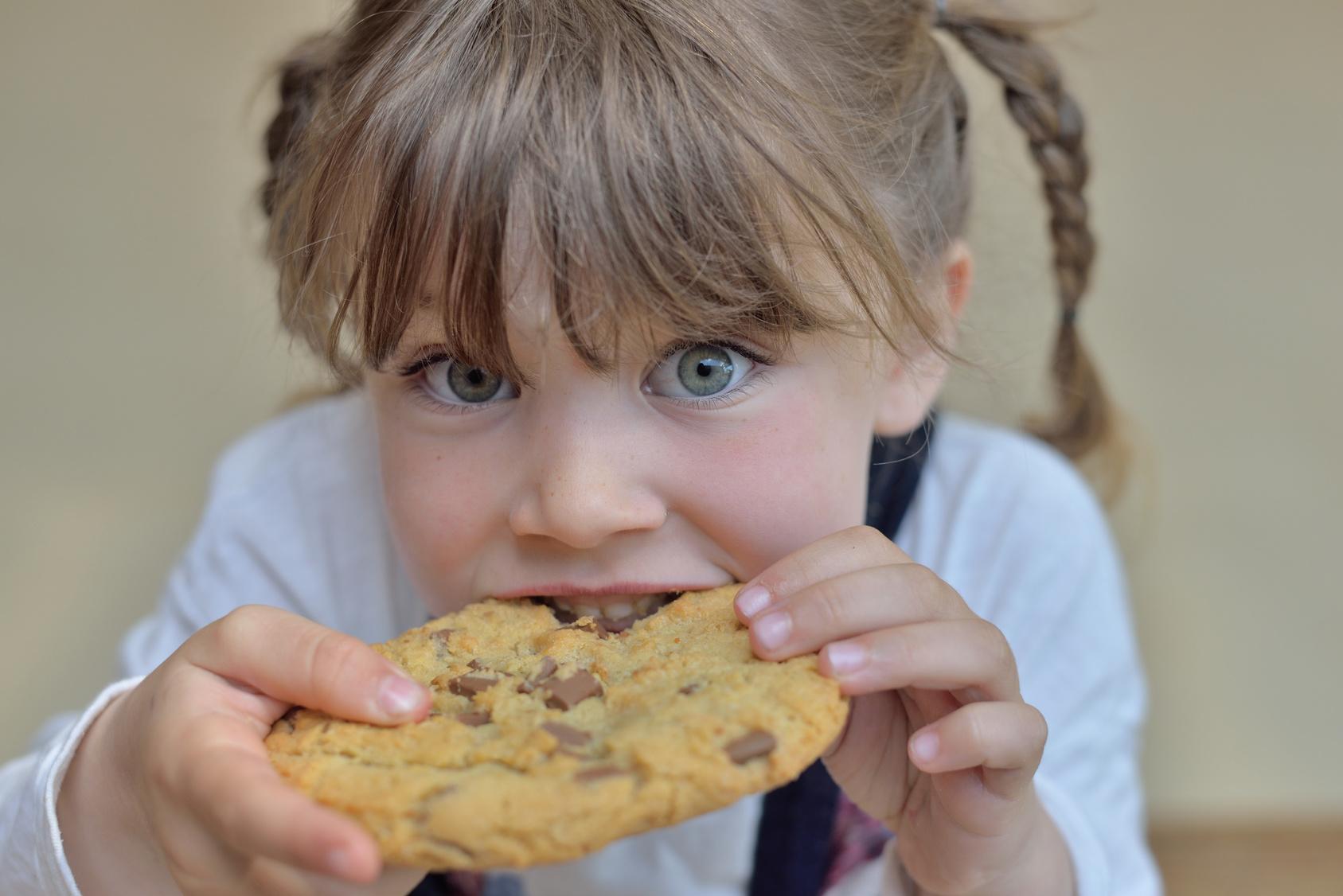 bambini dolci biscotti mangiare zuccheri