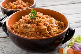spaghetti with soy ragout, vegetarian pasta