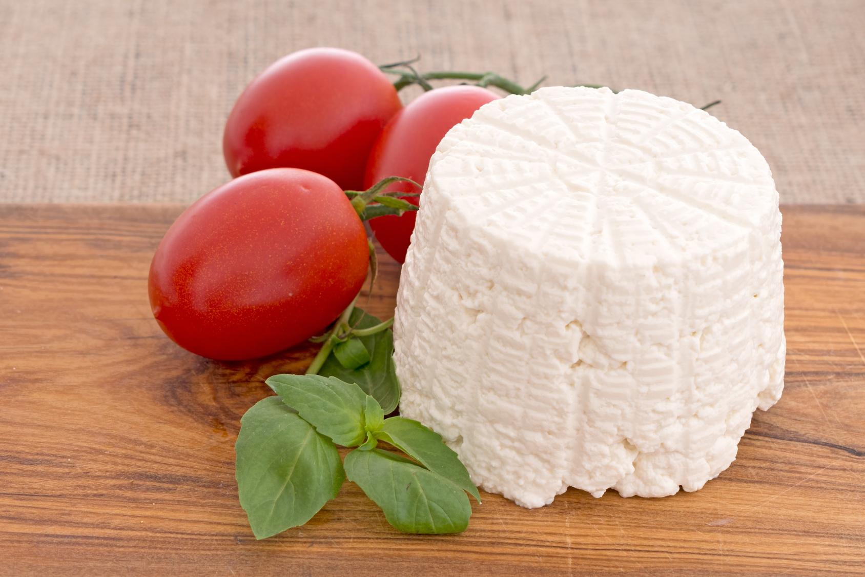 ricotta latticini formaggio pomodori