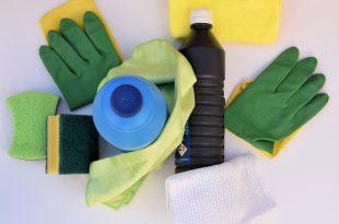 Reuniendo los materiales para la limpieza