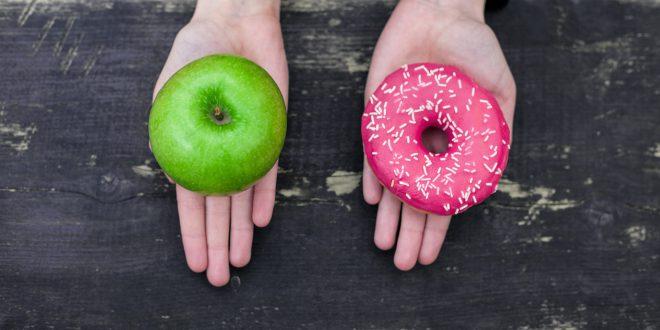 scelta snack cibo sano dolci