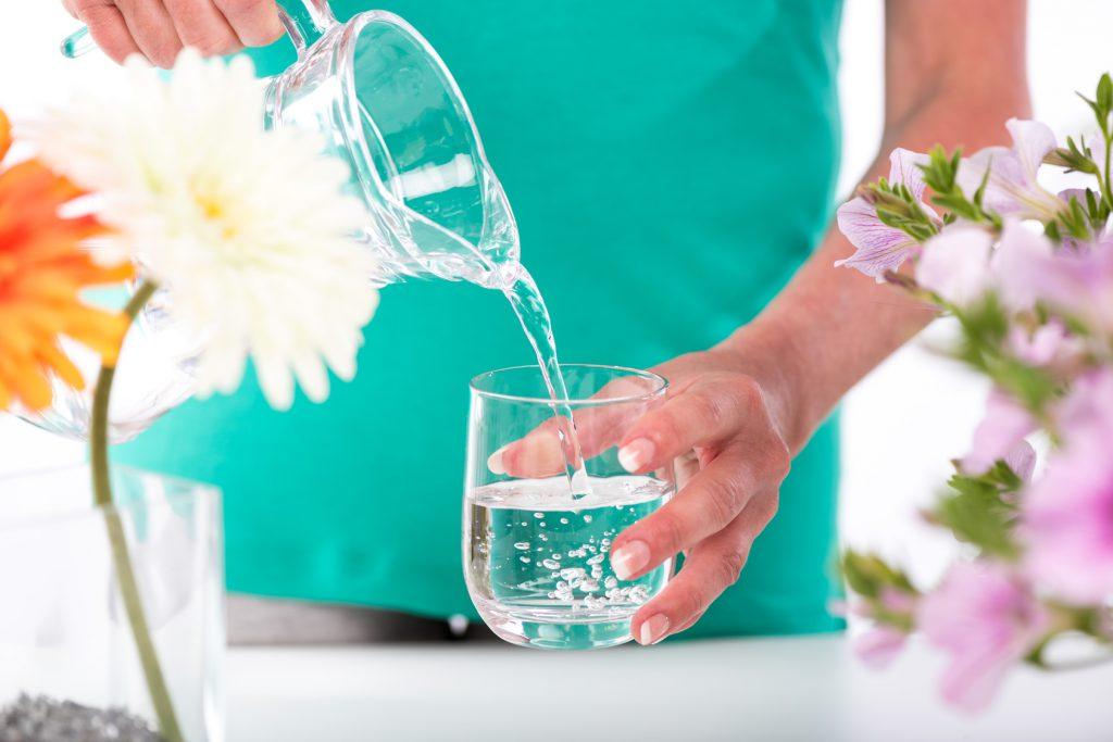 acqua bicchiere donna salute vetro