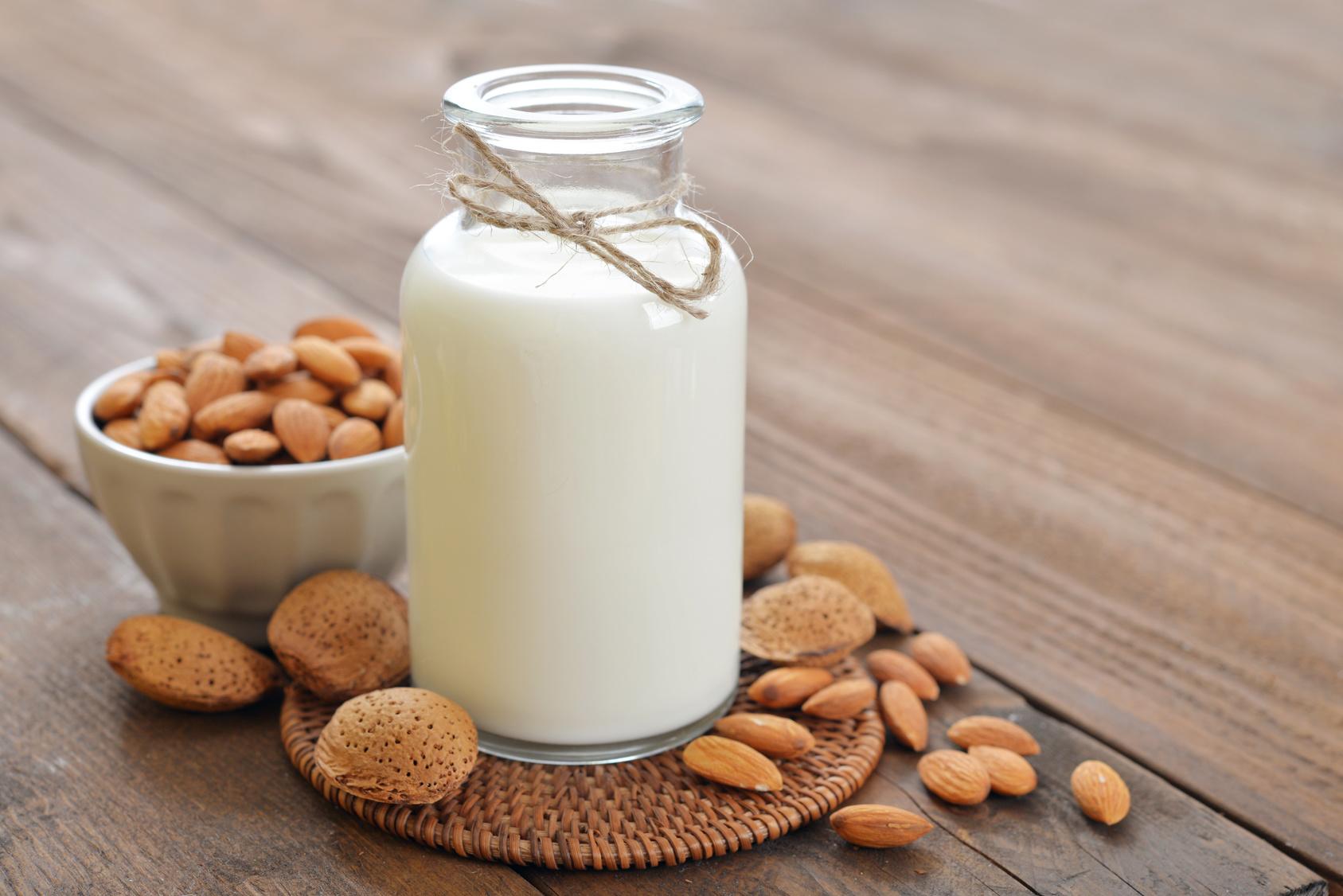 latte vegetale, mandorle