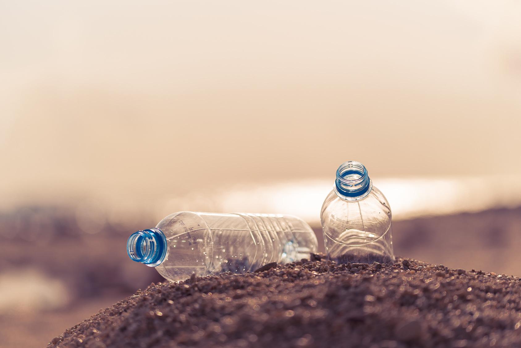 bottiglie di plastica PET spiaggia