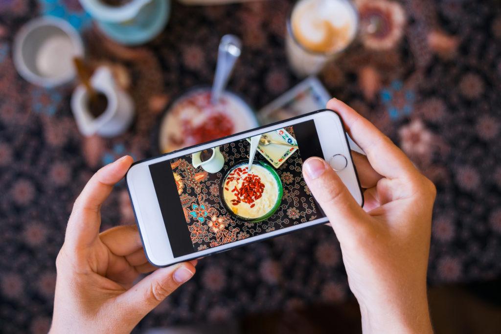 food blogger cellulare foto ristorante