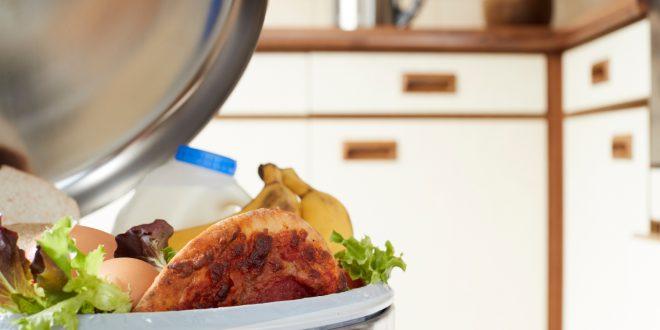 Combattere lo spreco alimentare 'umanizzando' frutta e verdura imperfetta, la strana strategia di alcuni ricercatori americani