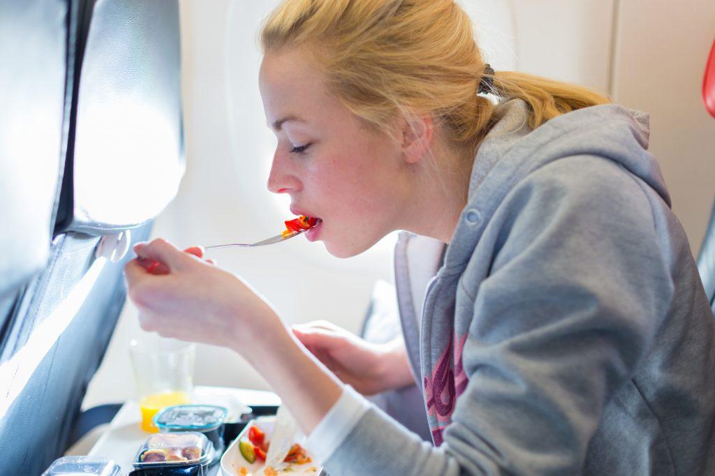 aereo mangiare pasto