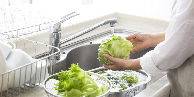 insalata lavare acqua del rubinetto verdura