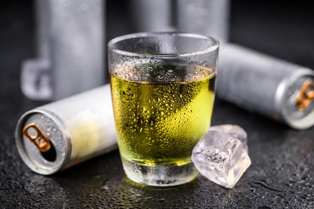 energy drink bicchiere lattine ghiaccio