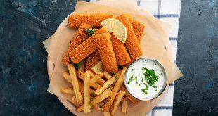 bastoncini di pesce patate fritte carta paglia salsa