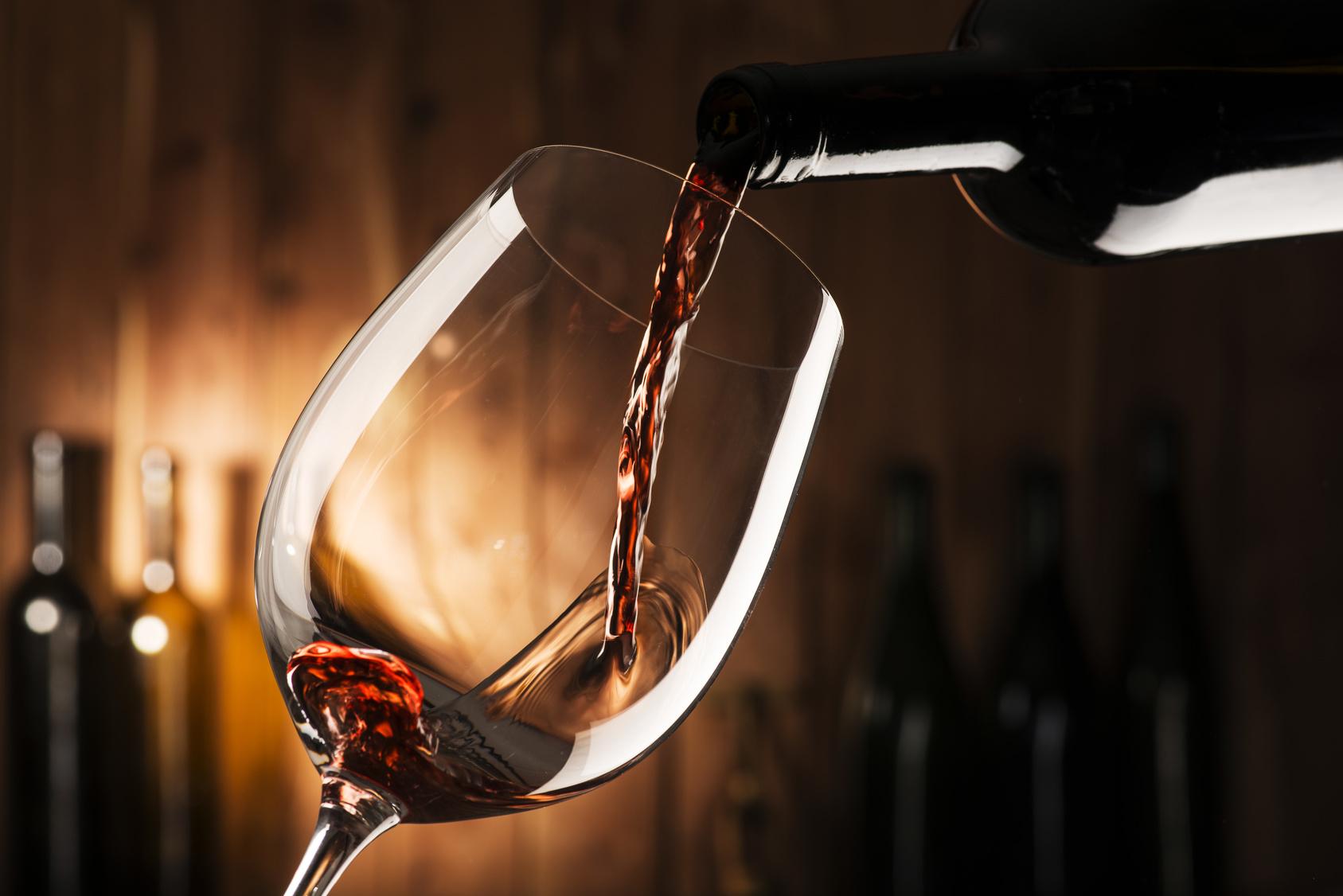 alcol, vino rosso bicchiere alcolici