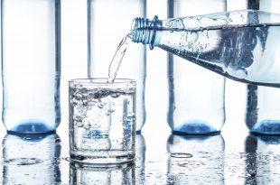 acqua minerale bottiglia idratazione