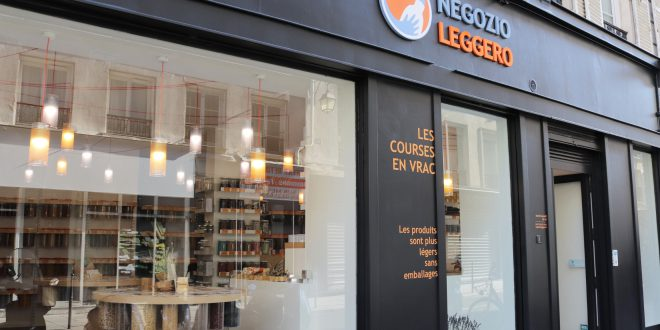 NegozioLeggero esterno parigi