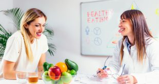 Nutritionist with female patient dietisti nutrizionisti