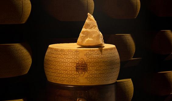 Il conservante del Grana Padano sparisce dall'etichetta ma resta nel prodotto. Miracolo della burocrazia o miglioramento della tecnologia?