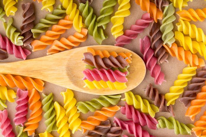 pasta fusilli colori verdure legumi