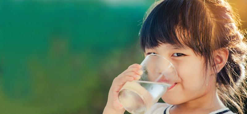 bambini acqua bere idratazione Acqua minerale