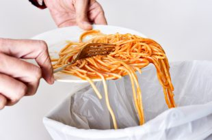 spreco alimentare spazzatura spaghetti