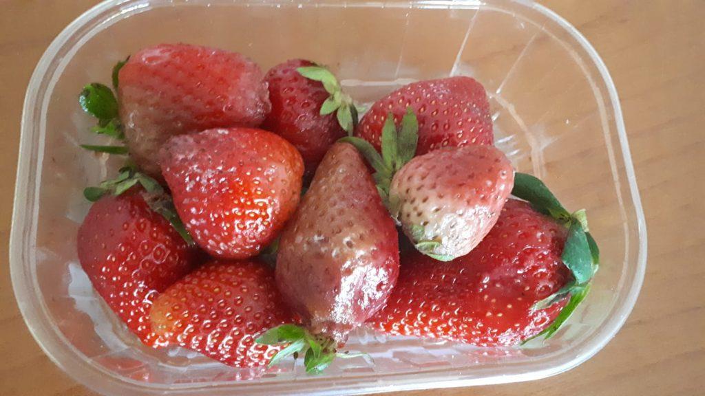 fragole marce muffa frutta nelle scuole