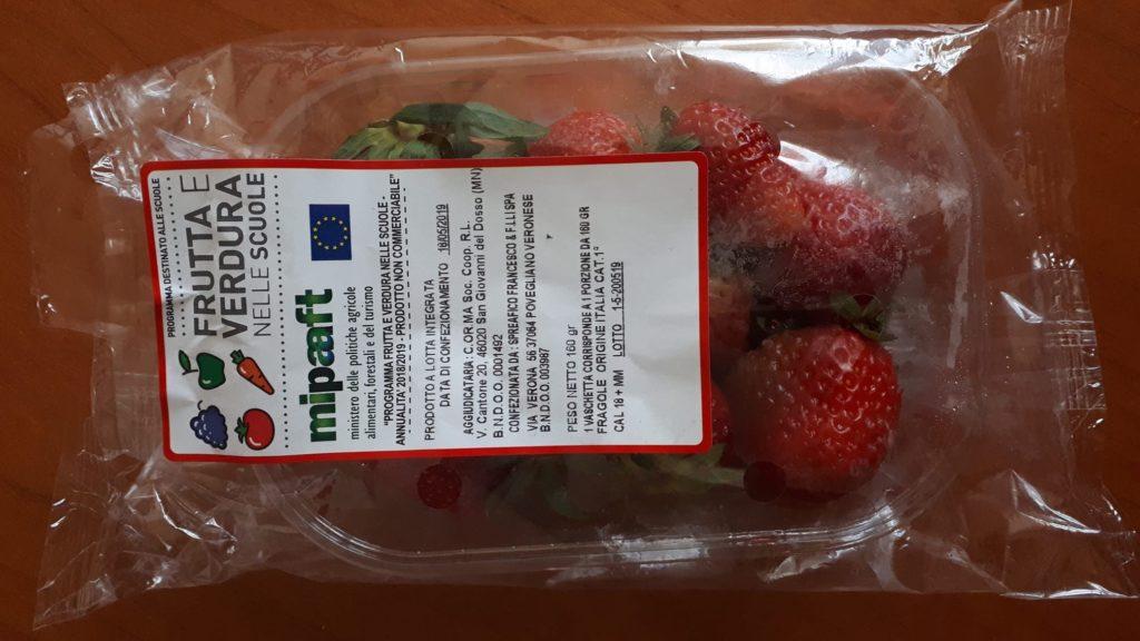 frutta nelle scuole fragole confezione