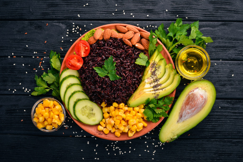 riso nero avocado frutta esotica mais cetriolo