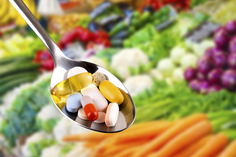 cucchiaio integratori pillole carote peperoni verdura vitamine