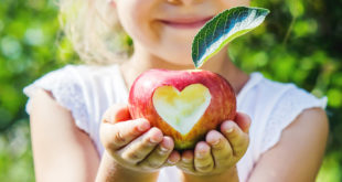 mele frutta cuore bambini bio