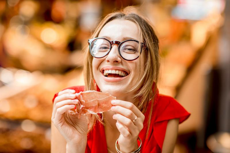 prosciutto crudo carne salumi donna
