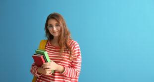 ragazza libri università corso