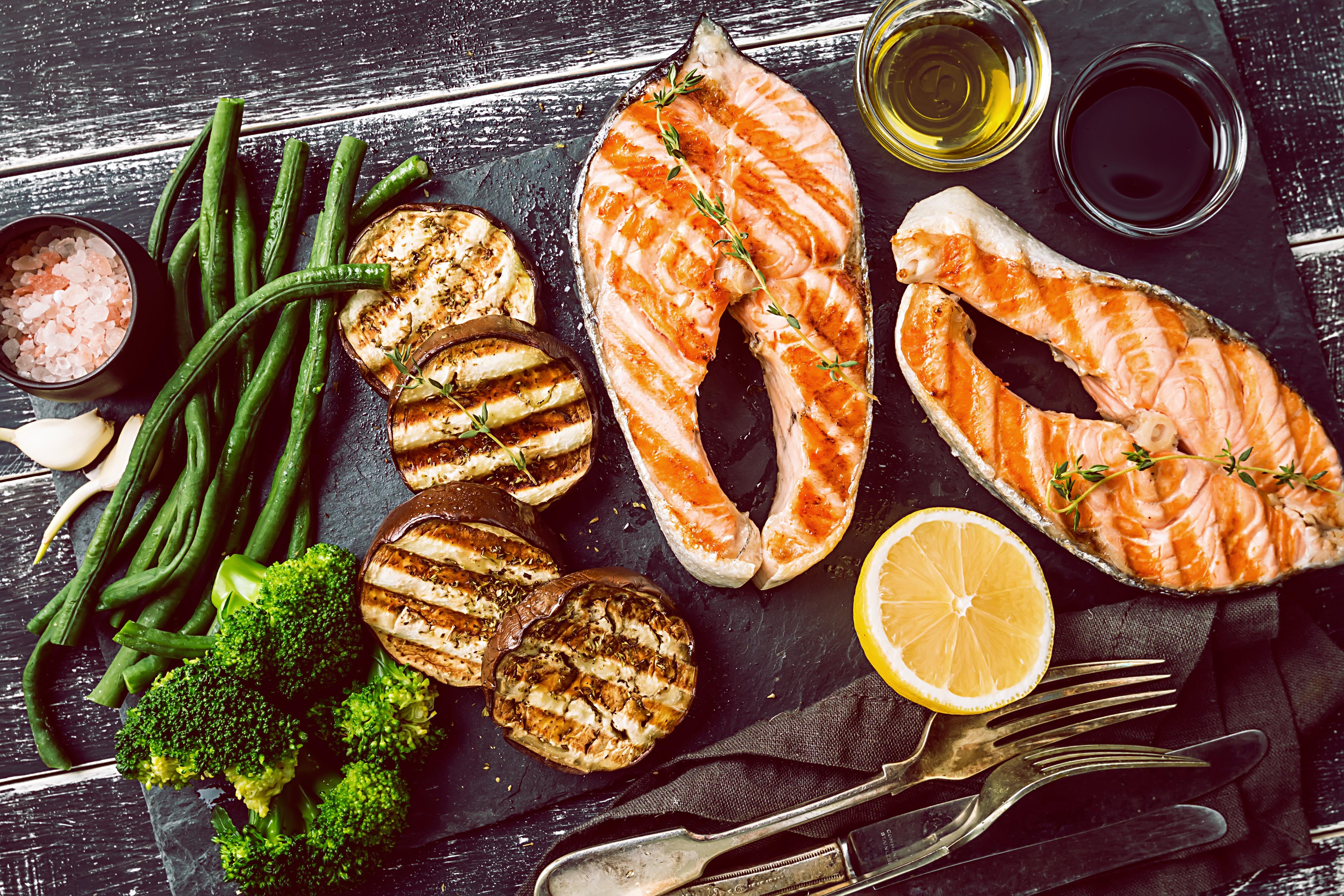 salmone forchetta limone asparagi Impossible Fish