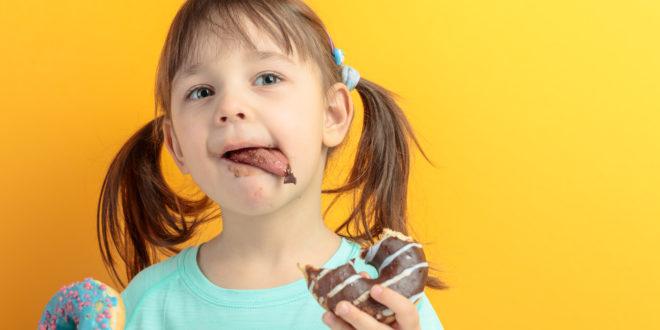 Merendine: sono bombe di zucchero e calorie, secondo il Ctcu di Bolzano. E il nuovo ministro dell'Istruzione propone una tassa