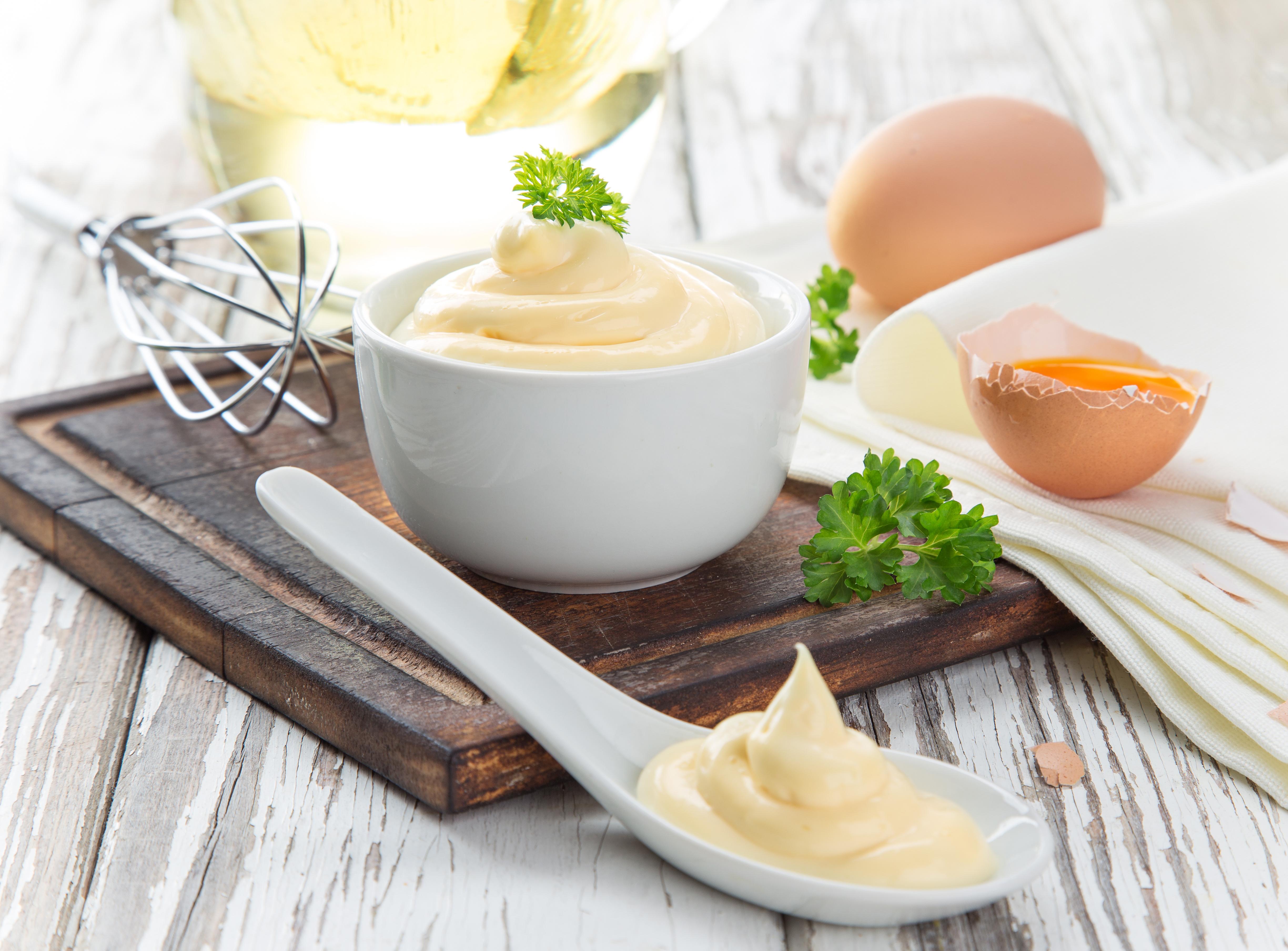 maionese uova frusta olio cucchiaio