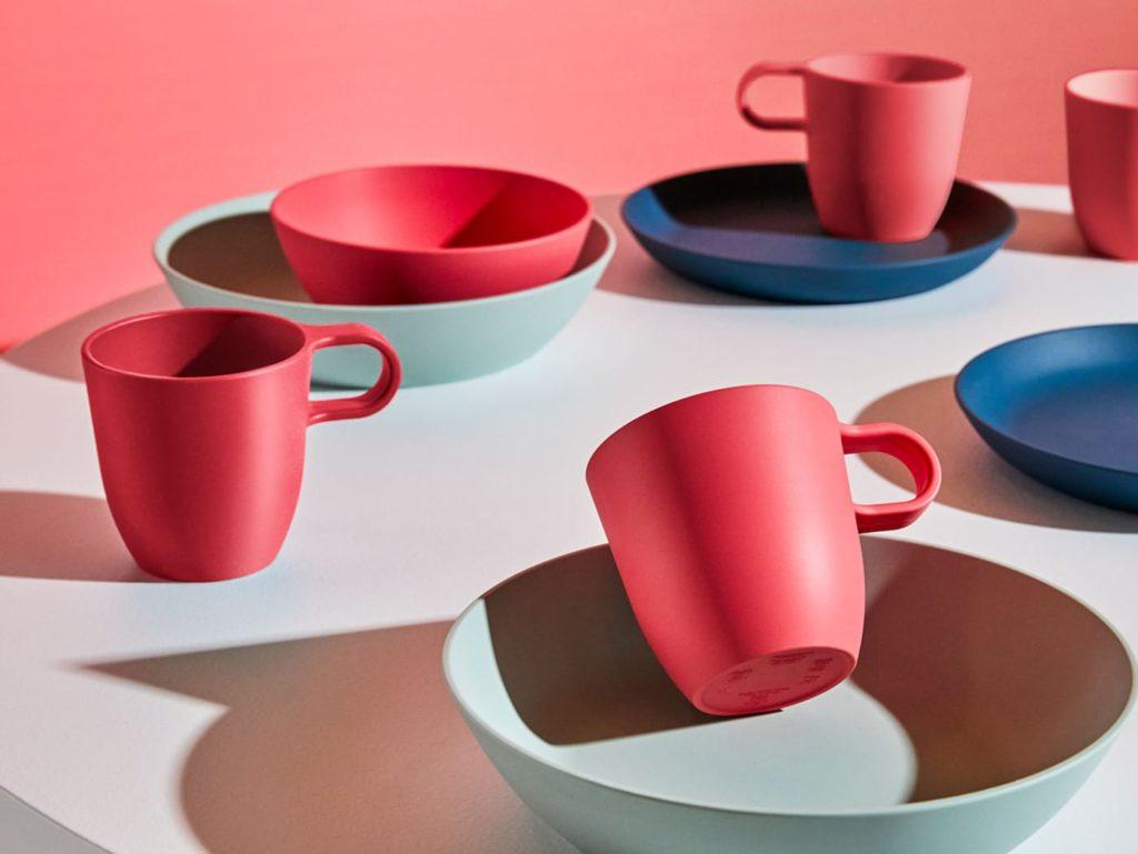 piatti-ciotole-e-tazze-di-colore-rosso-blu-scuro-e-verde-ikea