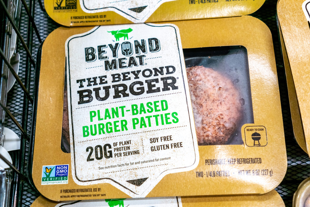 June 25, 2019 Sunnyvale / CA / USA - Beyond Meat Burger packages available for purchase in a Safeway store in San Francisco bay area burger vegetali finta carne