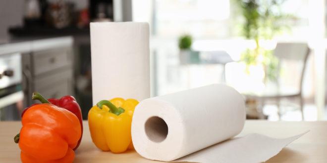 Carta da cucina: un prodotto popolare e versatile, ma poco sostenibile. Il test di Altroconsumo su 15 rotoli