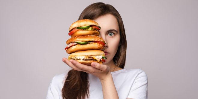 alimenti ultra-trasformati junk food fast food cibo spazzatura hamburger