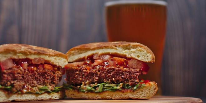 Burger vegetali, Beyond Burger e Rebel Whopper sanno davvero di carne? La prova di assaggio di Altroconsumo